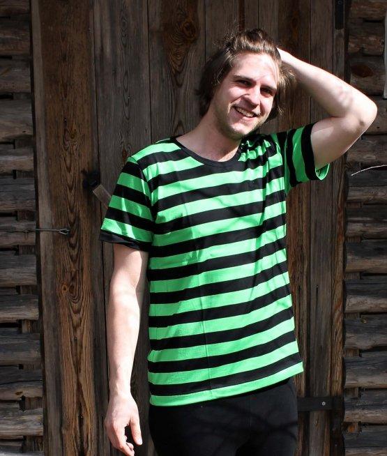Musta-vihreä raidallinen t-paita